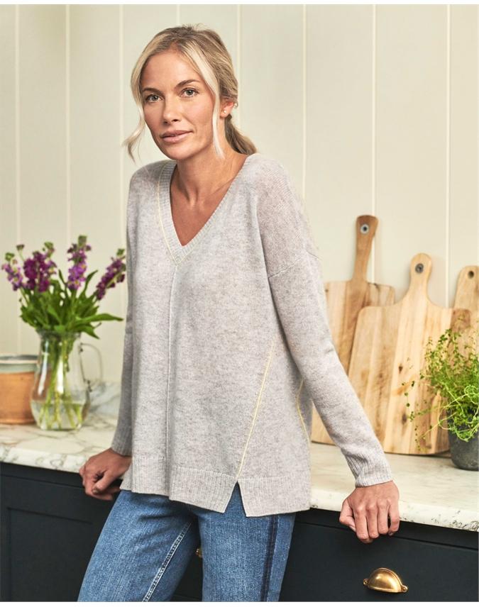 Gassato Tipped V Neck Sweater